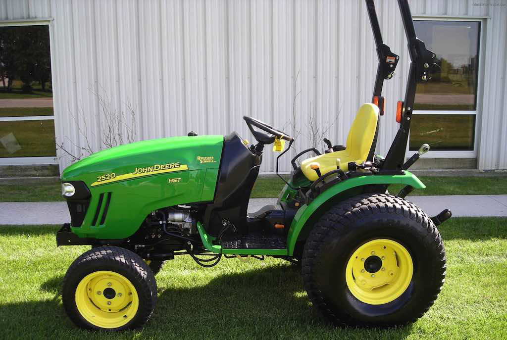 Compact Tractor, 20-30 hp, 4WD